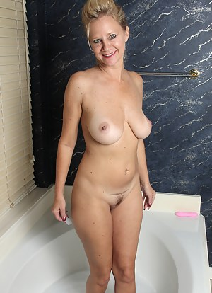 Hot Bathroom Porn Pictures